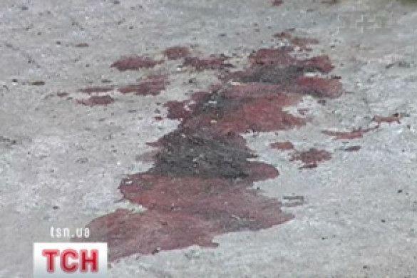 Кров на асфальті