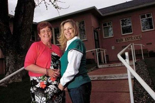 Дві 56-річні жінки виявили, що їх підмінили при народженні