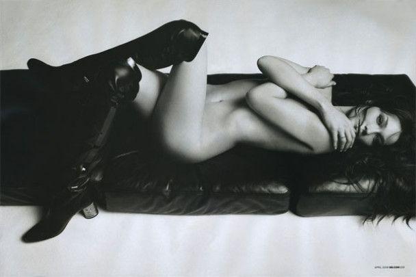 Оголену Карлу Бруні продали за 13 тисяч євро