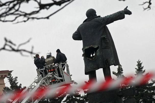 Пам'ятник Леніну підірвали з тилу