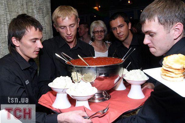 Зірки ложками їли червону ікру