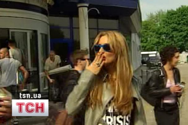 Світлана Лобода полетіла в Москву із пораненою рукою