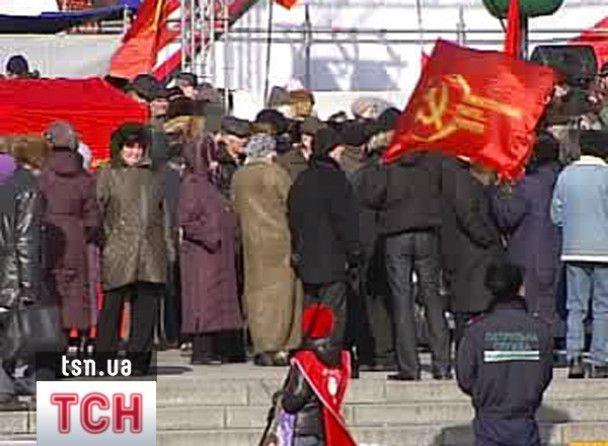 Комуністи подарували Ющенку квиток в Америку