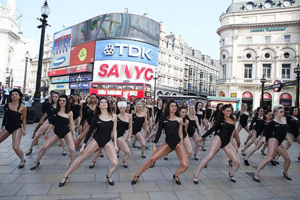 Сто клонів Бейонс створили затор у Лондоні