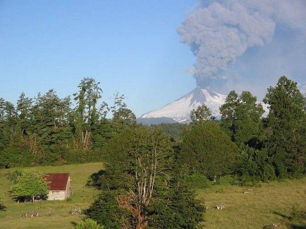 В Чилі почав виверження один з найпотужніших вулканів