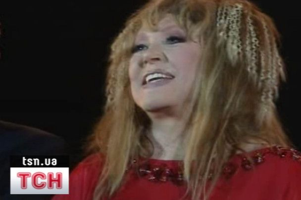 Тимошенко заспівала на концерті у Пугачової