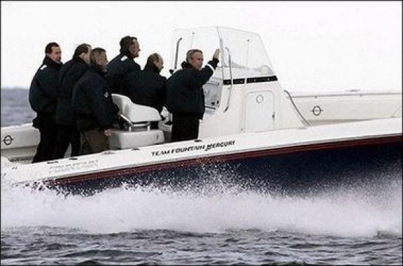 Путін і Буш катаються на човні в маєтку Бушів у Кеннебанкпорті