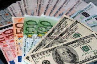 Ринковий курс долара і євро падає