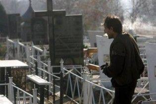 """На Прикарпатті впіймали """"могильну"""" аферистку (відео)"""