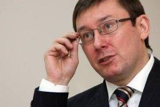 Луценко: в депутатів вимагають 2 млн, щоб зґвалтовані діти перестали їх впізнавати