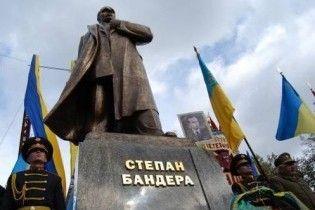 Донецький суд викликав онука Бандери захищати діда