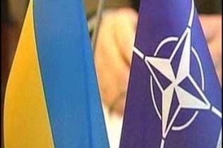 НУ-НС: відмова України від вступу в НАТО порушує Конституцію
