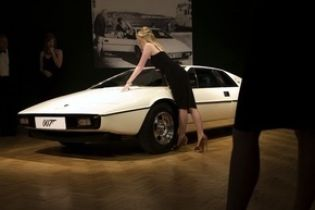 Автомобіль Бонда виставлять на аукціон
