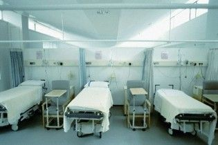 """Черновецький доручив лікарням забезпечити """"прямий шлях до Бога"""""""