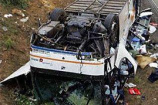 На Полтавщині перекинувся автобус: постраждали 16 людей