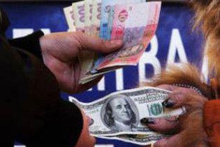 На міжбанку трохи подешевшали долар і євро