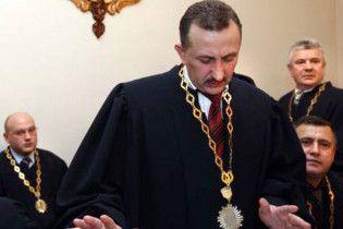 Екс-суддя Зварич вимагає не обзивати його хабарником