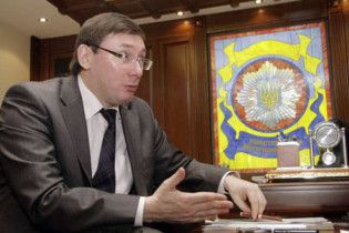 Луценко продовжує керувати МЗС попри рішення суду