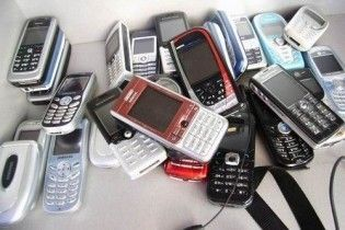 Віднині в Україну без дозволу можна ввезти не більше двох мобілок