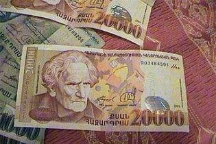 Валютна паніка у Вірменії: черги за товарами першої необхідності