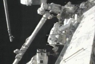 Астронавти Discovery завершили останній вихід у відкритий космос