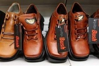 Ющенка в Москві закидають черевиками