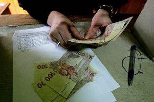 Середня зарплата в Україні зросла майже на 300 гривень