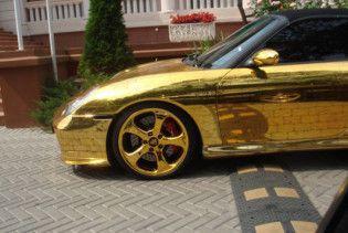 В Москві викрадений єдиний золотий Porsche