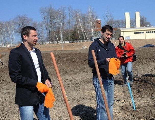 """""""Шахтар"""" на чолі з Ахметовим посадив дерева біля """"Донбас Арени"""""""
