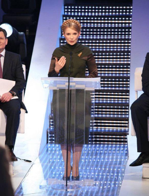 Тимошенко роззулася в прямому ефірі