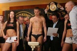 Чемпіон з боксу зняв труси, щоб не втратити титул