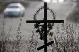 На Донеччині машина зіткнулася з бетонним блоком: 4 загиблих