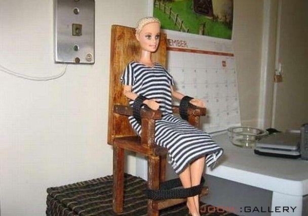 Скандальна фотосесія ляльки Барбі