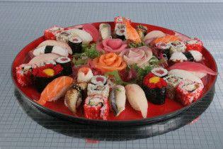 Суші-бар купив на аукціоні тунця за 100 тисяч доларів