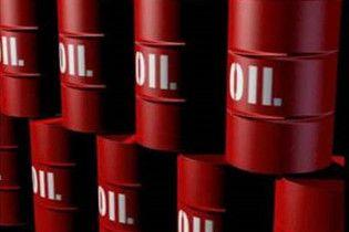 Попит на нафту впав через високі ціни