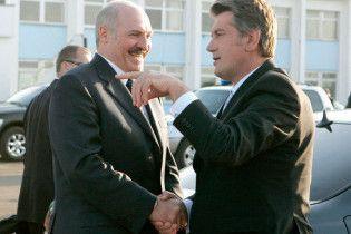 Ющенко привітав Лукашенка з днем народження