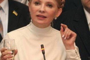 """Тимошенко налила ветеранам """"по сто грам"""" і дала премію"""