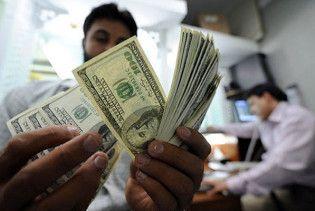 Ринковий курс долара впав до тримісячного мінімуму