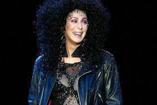 Шер шокувала глядачів відвертим костюмом, який носила 17 років тому