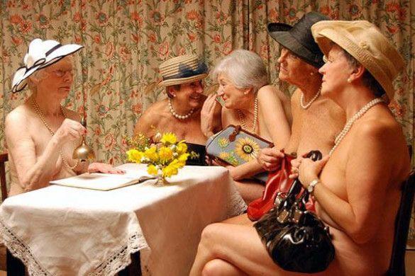 """Благодійний """"ню""""-календар від британських бабусь"""
