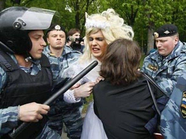 Міліція силою розігнала гей-парад в Москві