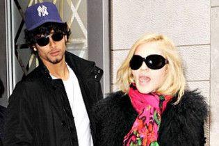 Мадонна соромиться різниці у віці зі своїм коханим
