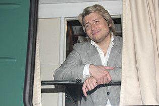 Микола Басков молодшає в потязі