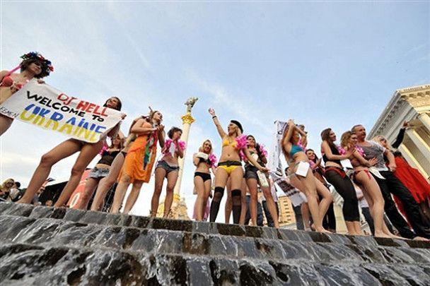 Мокрі жінки проти секс-туризму