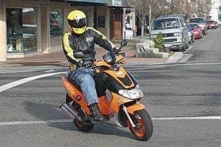 Відтепер на скутер і мопед потрібно отримувати права