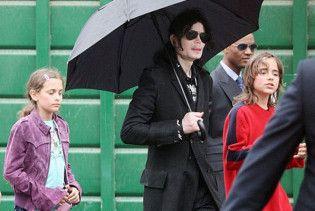 Мати дітей Джексона відмовилась від батьківських прав заради грошей