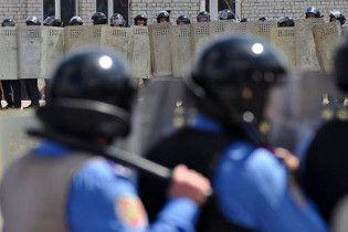 Луценко відправив майже півтисячі міліціонерів і собак охороняти хасидів