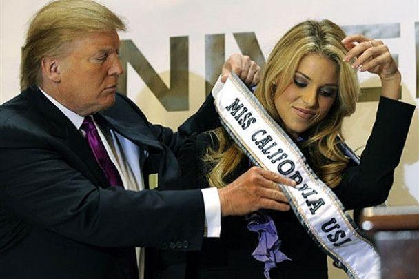 """Дональд Трамп зняв корону з """"Міс Каліфорнія"""""""