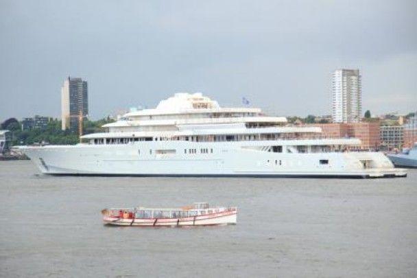 Для Абрамовича збудували найдорожчу яхту в світі