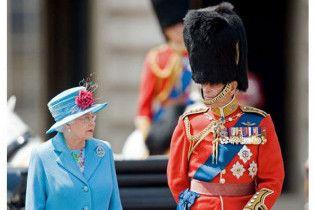 Скотланд-Ярд шукає геїв і лесбіянок для охорони королеви